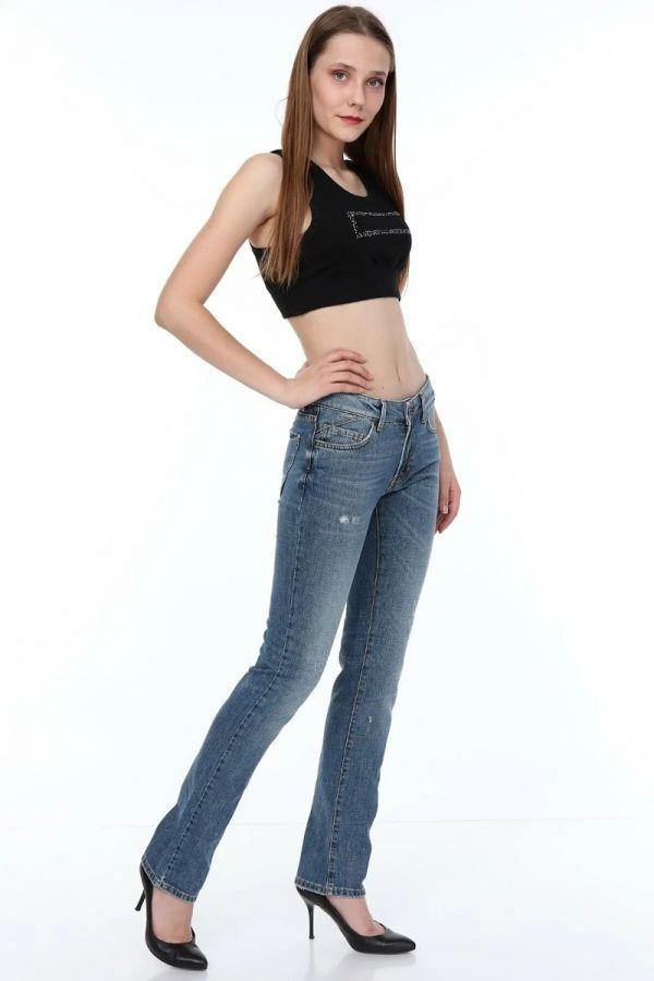Normal Waist Straight Cut Tube Leg Woman Jeans